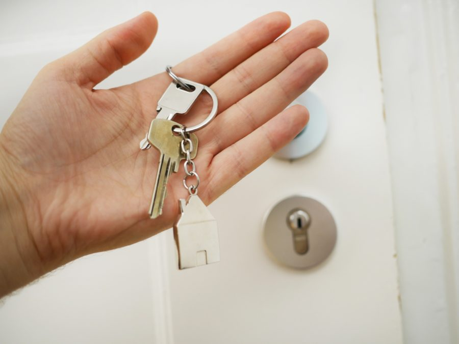 keys_hand-Jennifer_S_Cross_REALTOR_HomeSmart_AZ_623-312-8873